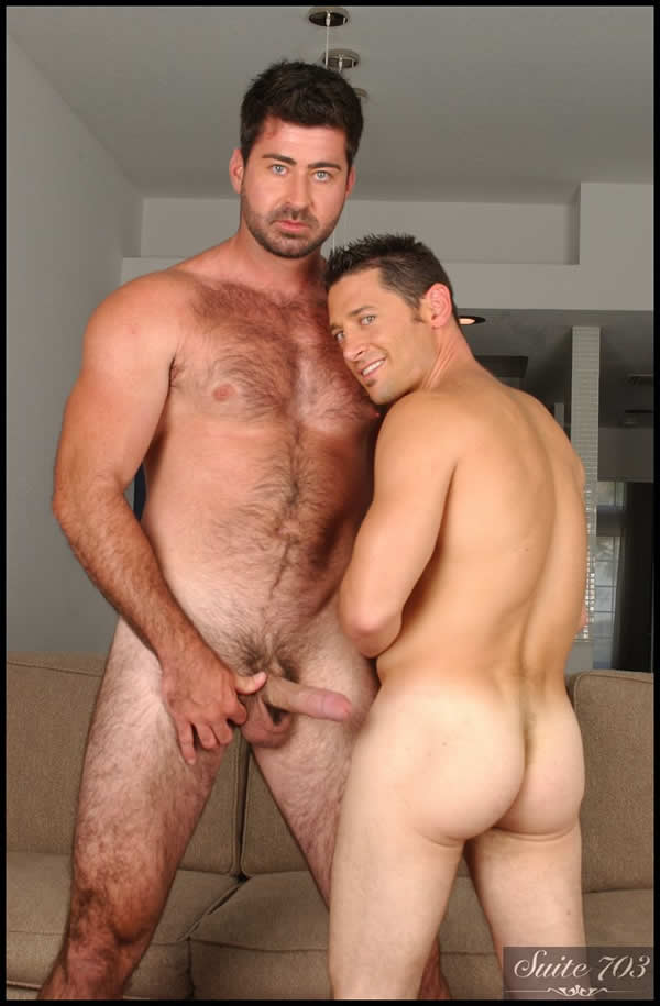 Suite 703 – Sexo Gay: Ari Sylvio and Berke Banks