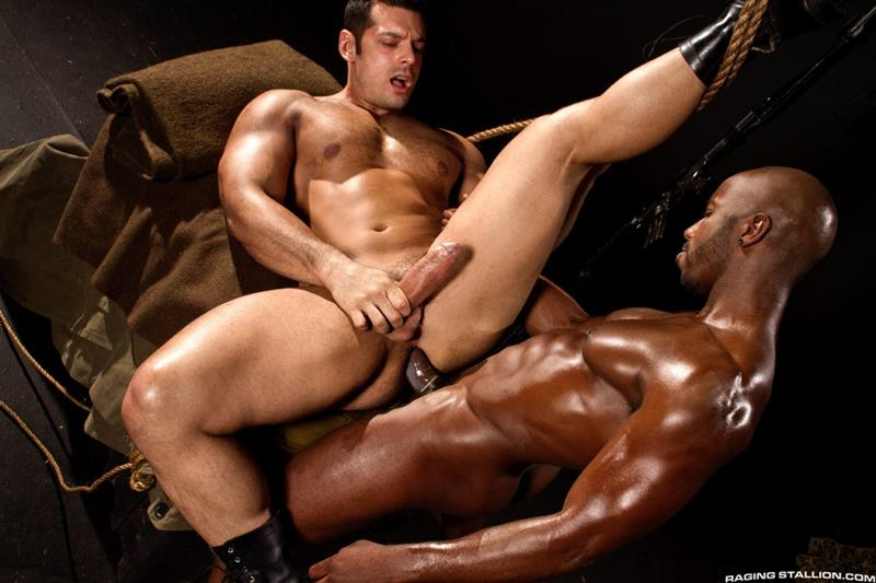 Raging Stallion – Sexo Gay: Militia