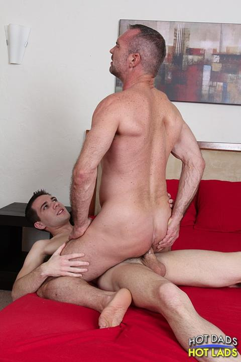 Hot Dads Hot Lads – Sexo Gay: Dylan Knight & Pete Rough