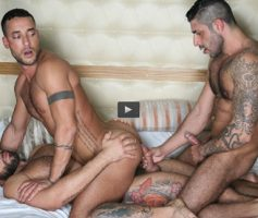 Vídeo Gay Download – Sexo Gay Bareback com Dupla Penetração: Letterio Amadeo, Raul Korso & Toffic