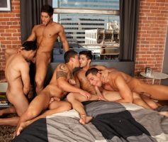 Vídeo Gay Online – Five Guys One Bed: Dante Ferraro, Diego Sans, Jorge Fusco, Nicco Sky & Raphael Cedano