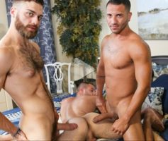 Vídeo Gay Download – Suruba Gay: Braxton Smith, Mario Costa & Tommy Defendi