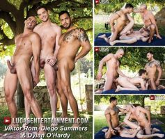 Vídeo Gay Download – Sexo Gay Bareback em Dose Dupla: Viktor Rom, Diego Summers & Dylan O'Hardy – Alberto Esposito & Santi Noguera