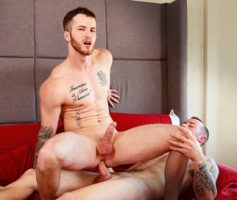 Vídeo Gay Online – Sexo Gay Bareback: Mark Long & Quentin Gainz