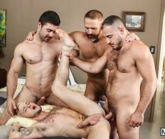 MEN – Sexo Gay Grupal: Colton Grey, Derek Bolt, Dirk Caber & Marc Giacomo