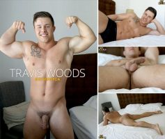 Vídeo Gay Download – Gato Musculoso Gostoso: Punheta com Travis Woods